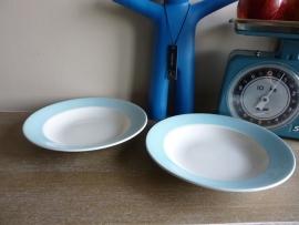 Pastel blauwe diepe Boch borden