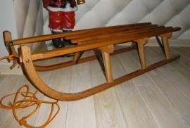 Grote houten slee