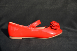Rode pompon-roos schoen