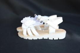 Ivoorwitte Bloem/strik sandaal