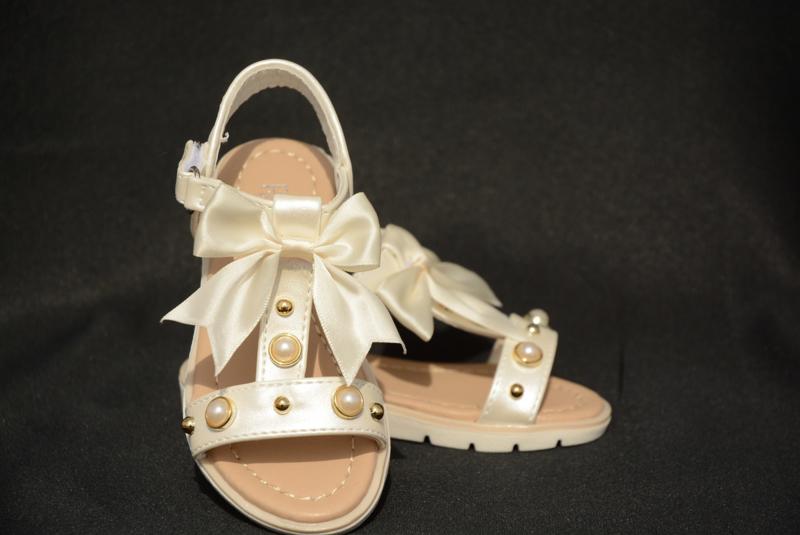 Ivoorwitte strikjes sandaal