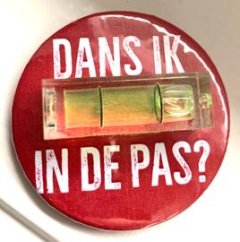 Dans ik in de pas? - Button met waterpas (4,5cm)