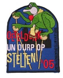 Oeteldonk Un Durp op stelten (Jaarembleem 2005)