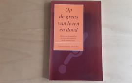 Op de grens van leven en dood - T. van Willigenburg / W. Kuis