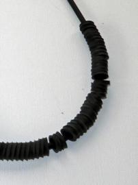 Sieraad met rubberen ringen 32