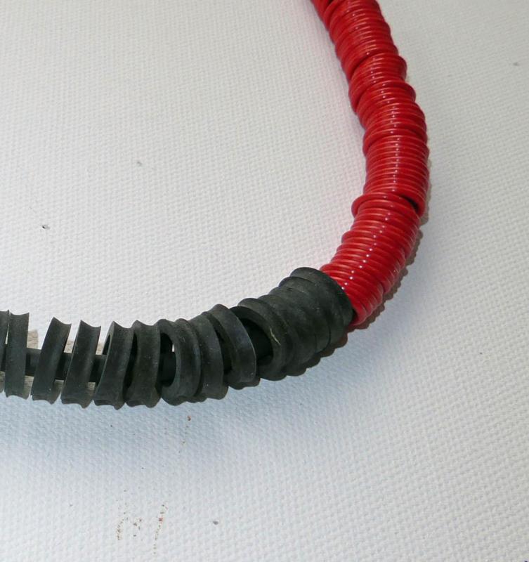 Sieraad met rubberen ringen 40