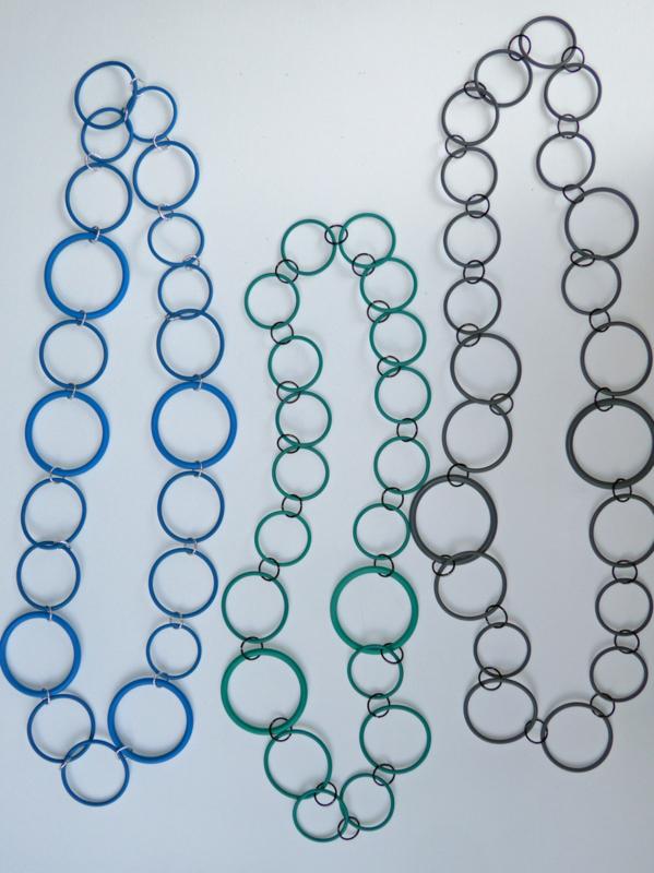 Sieraden van rubberen ringen 23