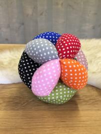 Stoffen bal met kleine stipjes