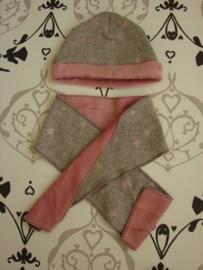 Babymutsje met sjaal rose