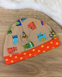 Babymutsje met poesjes en oranje band