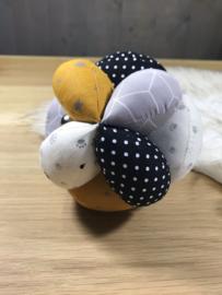 Stoffen bal okergeel, zwart en grijs