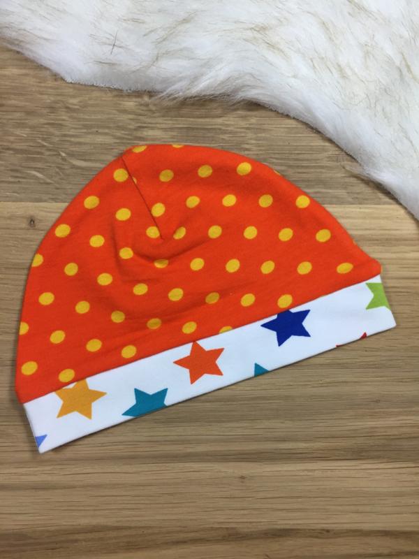 Babymutsje oranje met sterren