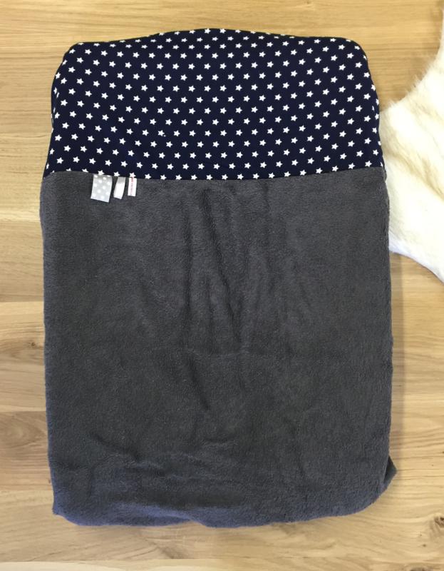 Aankleedkussenhoes grijs met donkerblauwe sterren