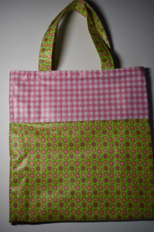 Meisjestas met limegroen bloemetjes en lichtroze ruit van geplastificeerd katoen