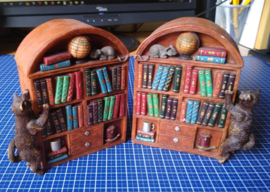 2 boekenkastjes als boekensteun