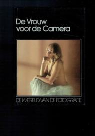 De vrouw voor de camera uit de serie De wereld van de fotografie;  Lecturama
