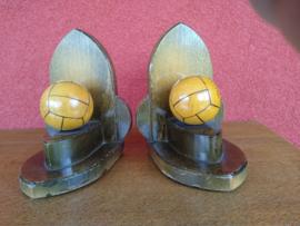 Set houten boekensteunen met voetbal
