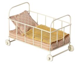 Maileg metalen babybed, metal baby cot Micro, Roze