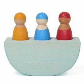 Grimm's houten schommelbootje met 3 poppetjes