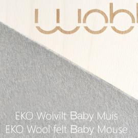 Wobbel original linnen / whitewash – vilt baby muis (middengrijs)