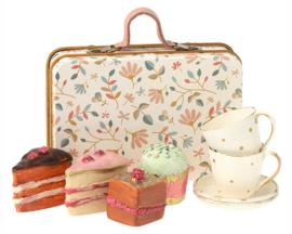 Maileg koffertje met taartjes en kopjes, bloemetjes