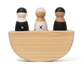 Grimm's houten schommelbootje met 3 poppetjes Zwart-Wit
