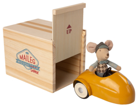Maileg Muis in Racewagen met Garage, Geel