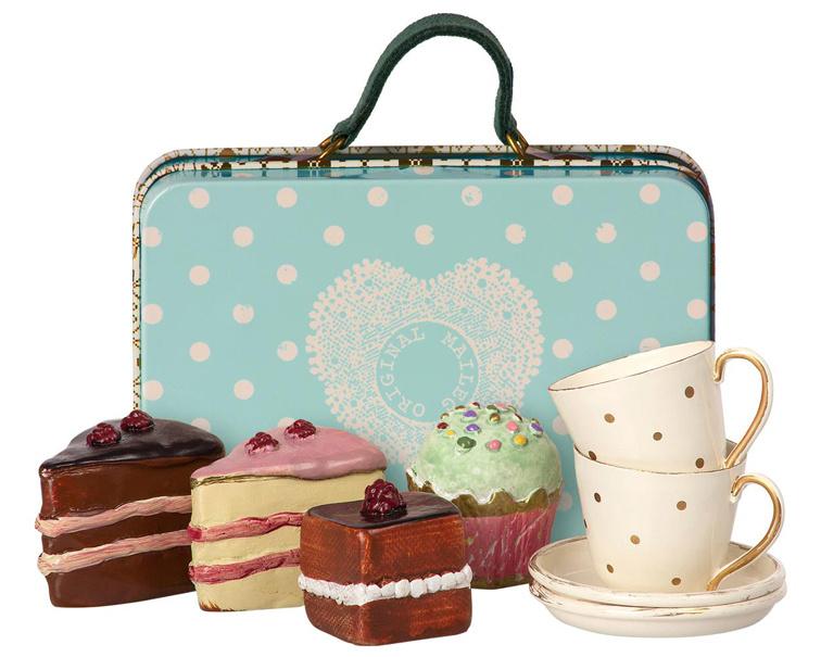 Maileg koffertje met taartjes en kopjes, lichtblauw