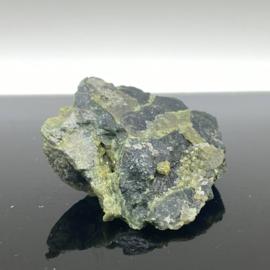 Andradiet, var. Demantoiet, groene Granaat op matrix, 24 gram