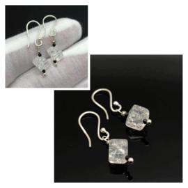 925/000 zilveren oorbellen met Regenboogkristal en facet geslepen Zwarte Spinel.