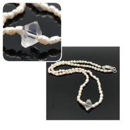 Collier met een Herkimer diamant en fijne parels.