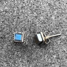 925/000 zilveren oorstekers met facet geslepen Labradoriet
