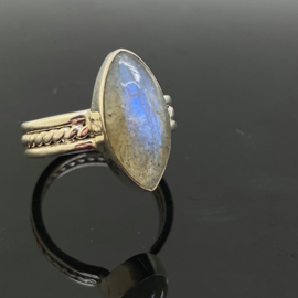 Labradoriet ring, 16,75 mm/53, 925 zilver