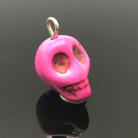 Howliet skull hanger, pink.
