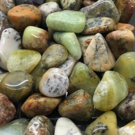 Mos Opaal hand-, meditatie-, knuffel-, trommelsteen