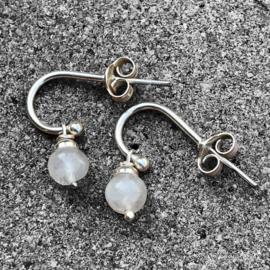 925/000 zilveren oorstekers met Maansteen