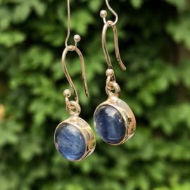 925/000 Zilveren oorbellen met geslepen kyaniet.