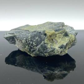 Andradiet, var. Demantoiet, groene Granaat op matrix, 55 gram