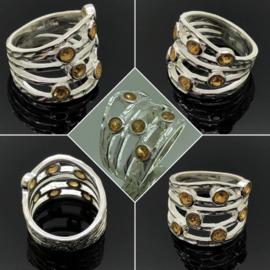 Zilveren ring met 7 facet geslepen Citrien edelstenen, maat 17 / 53