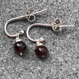 925/000 zilveren oorstekers met Granaat