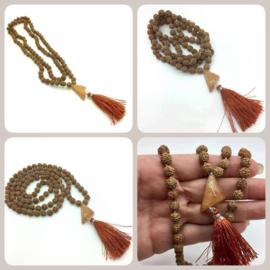 Handgeknoopte MALA '' HEALER' , 108 Rudraksha zaden met Handgeslepen Golden Healer Kwarts