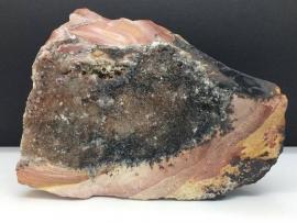 Mookaiet met kwarts kristallen, 1447 gram.