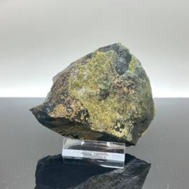 Andradiet, var. Demantoiet, groene Granaat op matrix, 169 gram