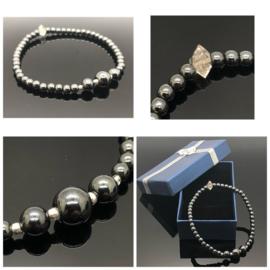 Handgemaakte armband met Hematiet en Herkimer diamant.