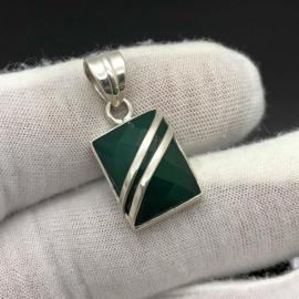 925/000 Zilveren hanger met facet geslepen groene Chalcedoon