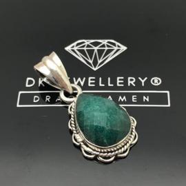 925/000 Zilveren hanger met facet geslepen Smaragd.