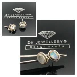 925/000 zilveren oorsteker met facet geslepen regenboog maansteen.