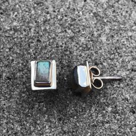 925/000 zilveren oorstekers met Labradoriet