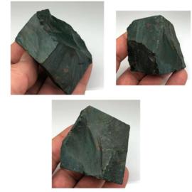 Bloedsteen of Heliotroop ruw kristal.