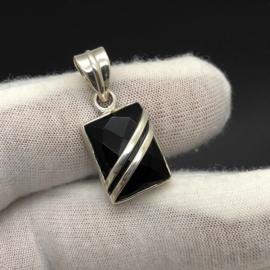 925/000 Zilveren hanger met facet geslepen Onyx